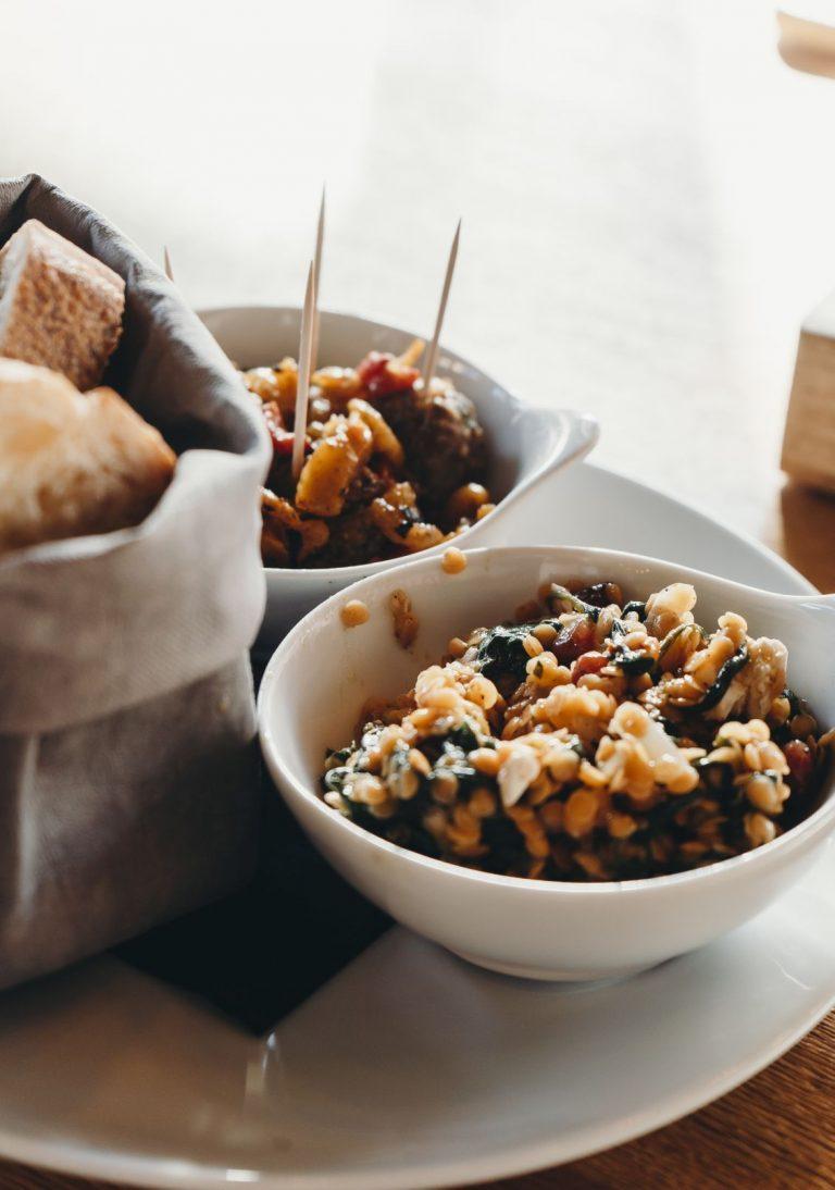 Linsensalat mit Feta + Spinat + Granatapfel