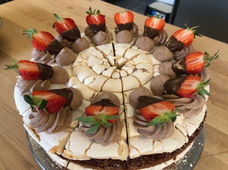 Schoko-Erdbeer-Baiser-Torte